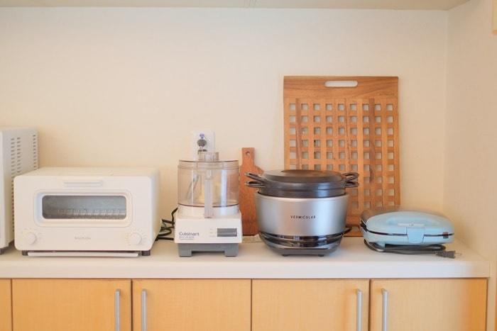 バーミキュラライスポットが並ぶキッチン