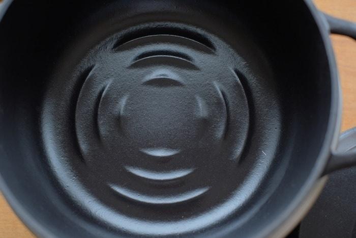 バーミキュラライスポットの鍋底の凸凹(リブ)