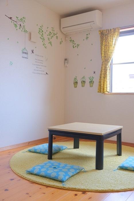 子ども部屋とベルメゾンの円形ラグ