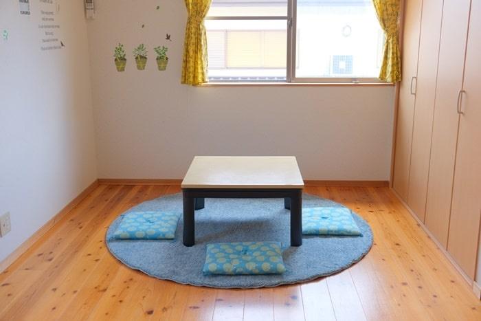 子ども部屋とニトリの円形ラグ