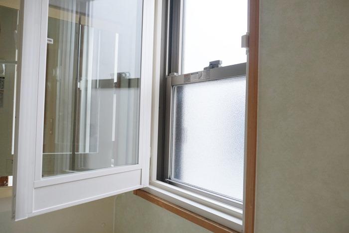 洗面所の窓を後付で二重窓に